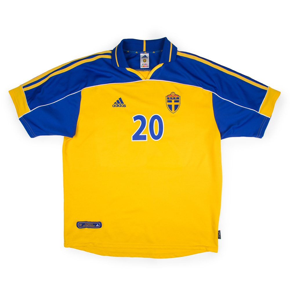 SWEDEN 00-02 HOME S/S #20 LARSSON