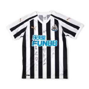 NEWCASTLE UTD. 18-19 HOME SQUAD SIGNATURE JERSEY